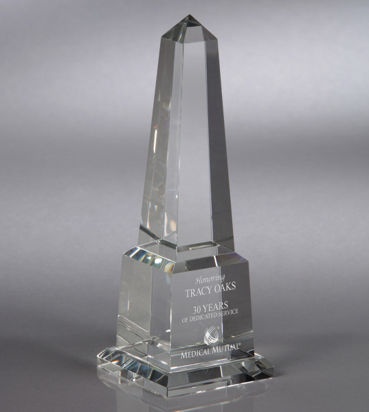 Pinnacle - Medium optical crystal award